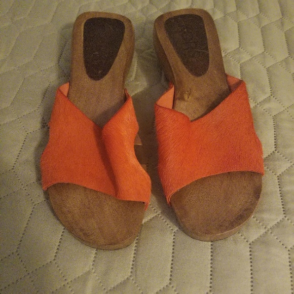 Michael Kors Shoes - MK leather upper sandals A1
